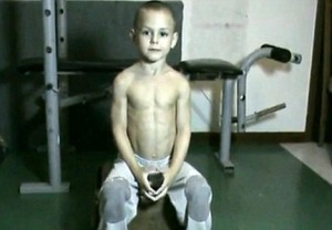 Video: Five-year-old Romanian weightlifter becomes Internet star